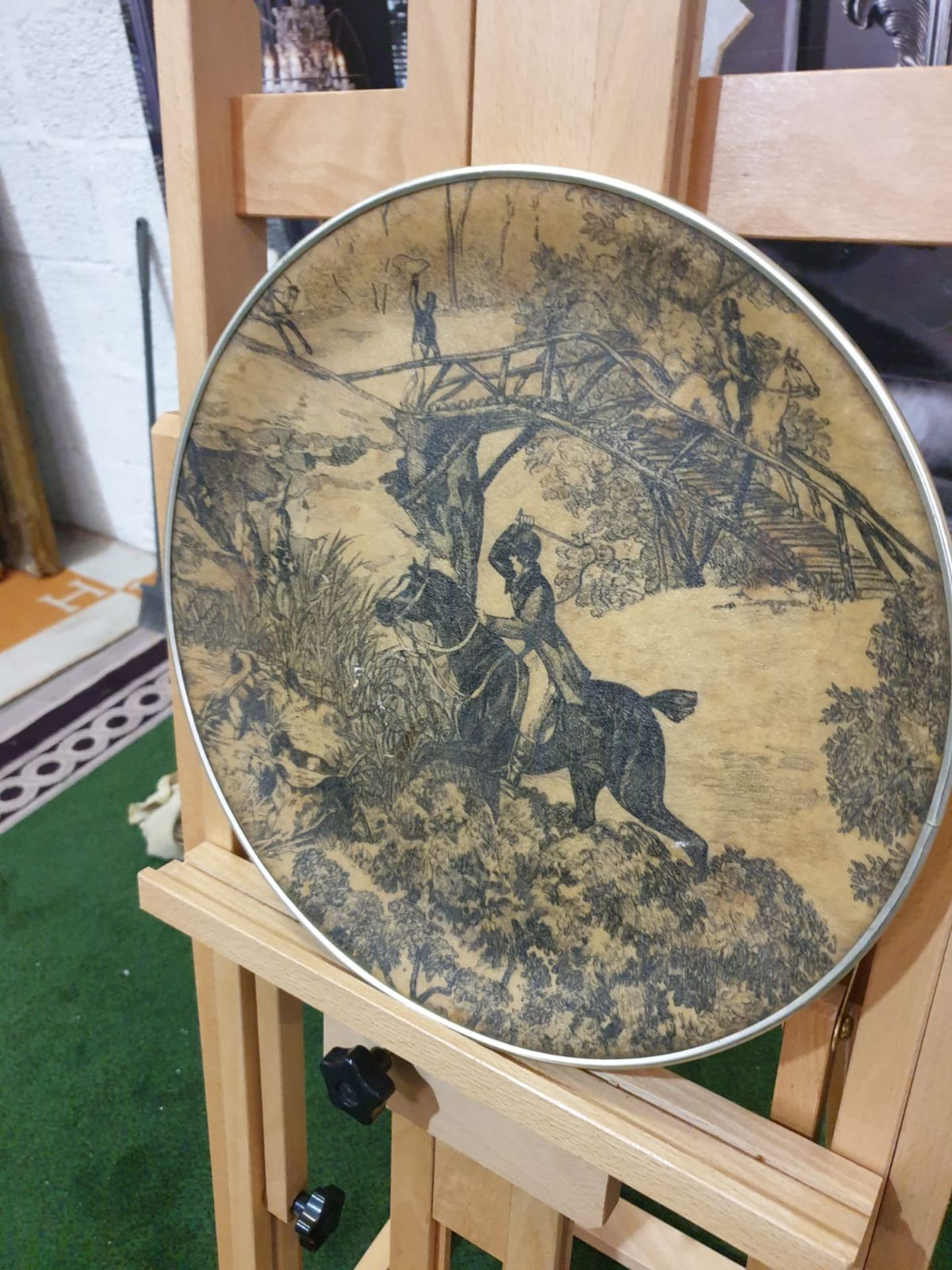 A Vintage Round fibreglass plate painted with hunting scene 35cm - Image 2 of 3