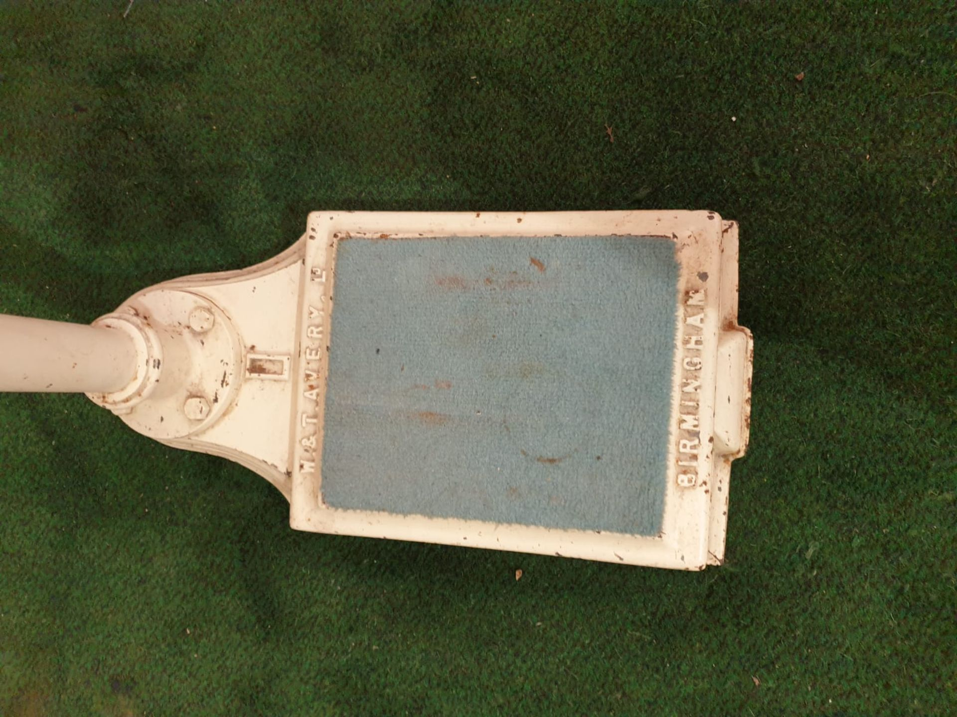 A white enamel painted Avery Ltd, Birmingham sliding scale weighing machine marked P2613 C.1950s - Image 5 of 5