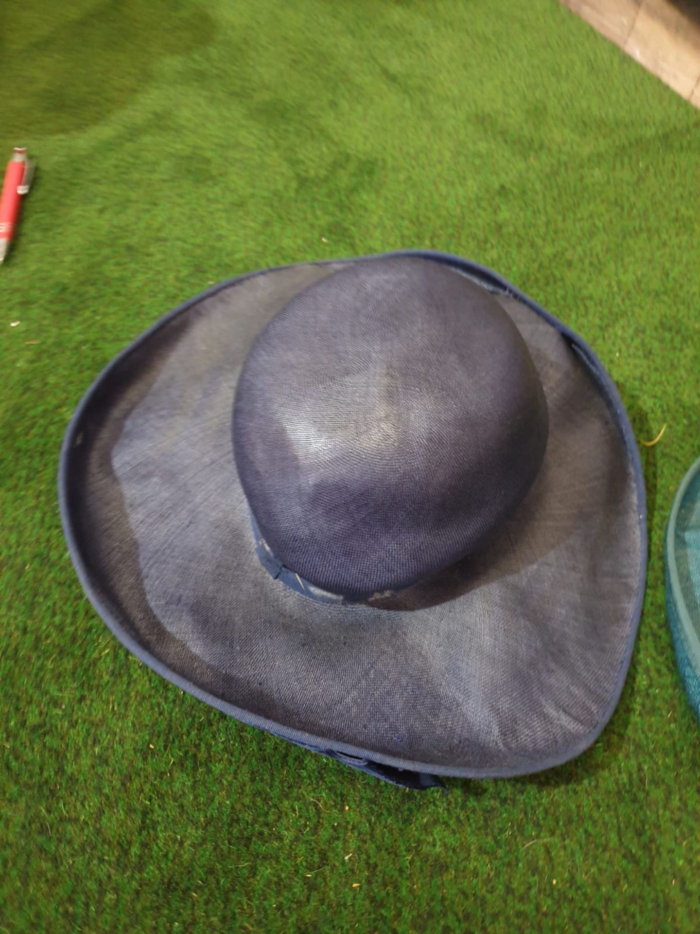2 x Edith Poole from South Molton Street London Vintage Ladies Hats 1 x Navy Blue straw hat and 1 - Image 3 of 7