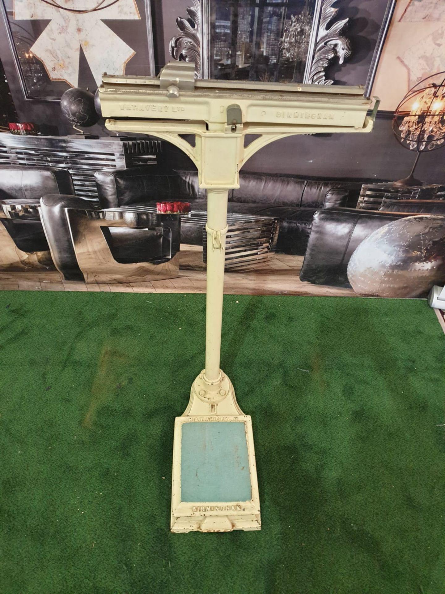 A white enamel painted Avery Ltd, Birmingham sliding scale weighing machine marked P2613 C.1950s - Image 2 of 5