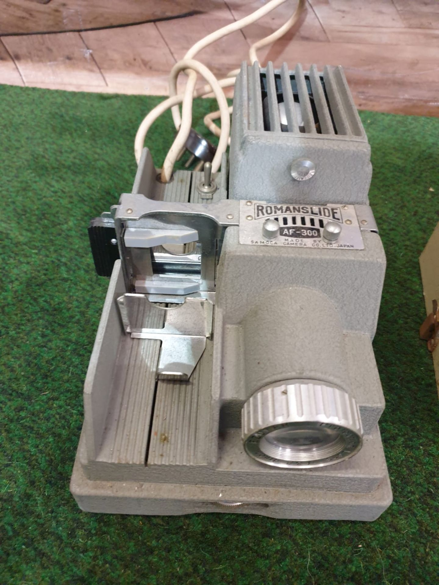 Samoca Camera AF-300 Projector Roman Slides Projector Screen 26 x 18 x 16cm Dates to 1955- 1956
