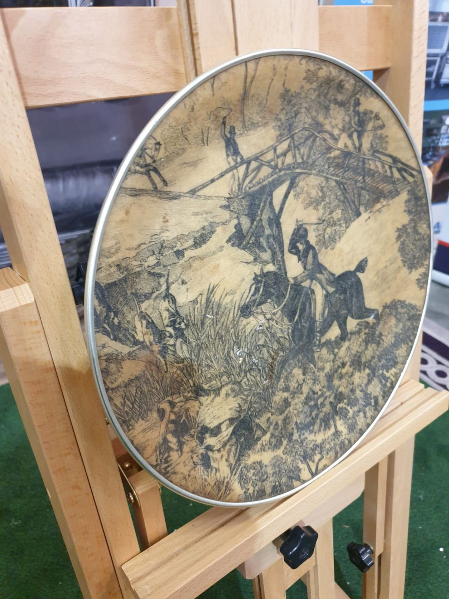 A Vintage Round fibreglass plate painted with hunting scene 35cm - Image 3 of 3