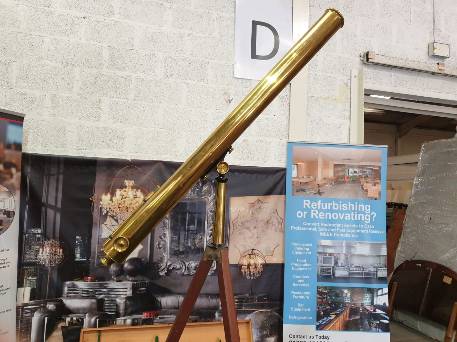 Lacquered brass and lens glass refractive single draw library telescope with star finder attachment, - Image 4 of 6