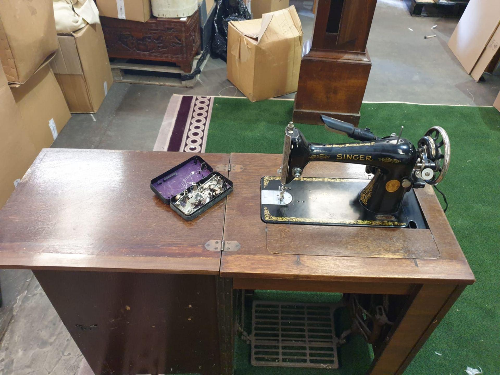 Vintage Singer 230000 sewing machine in cabinet 57 x 42 x 79 Serial Number Y8338989 YOM 1923 (