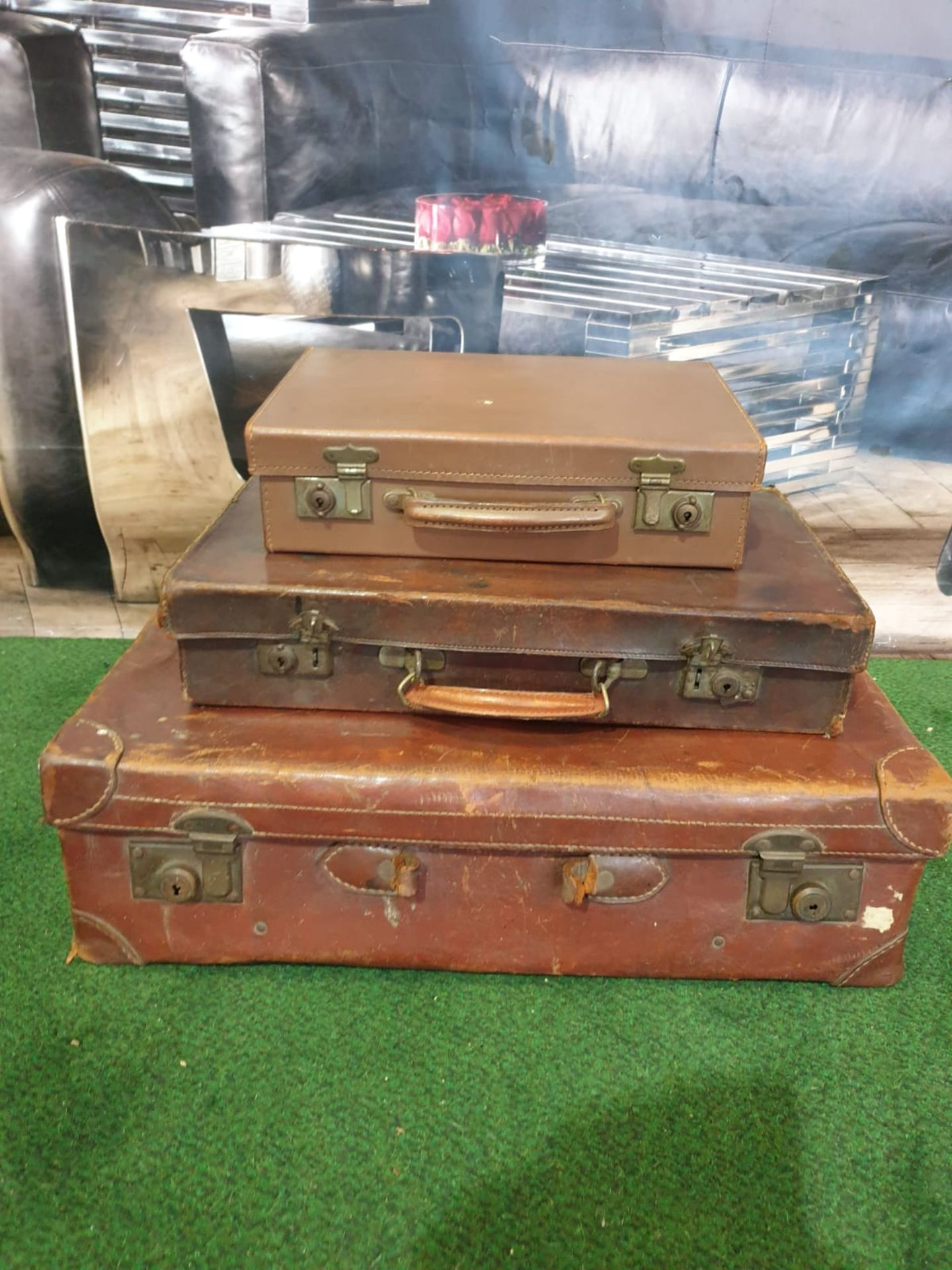 A set of 3 x vintage leather travel cases 60 x 36cm, 48 x 29cm and 35 x 24cm - Image 3 of 4