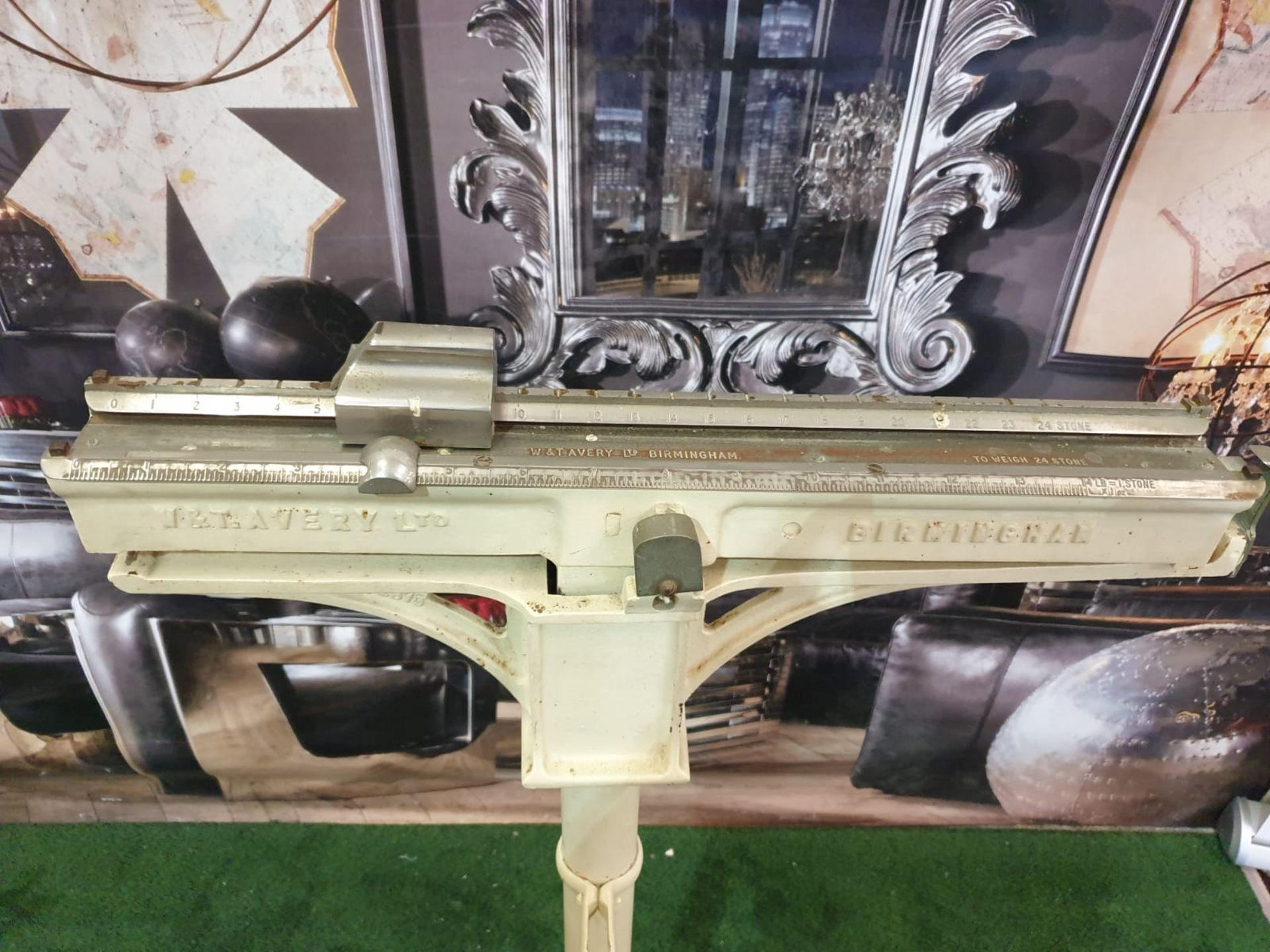 A white enamel painted Avery Ltd, Birmingham sliding scale weighing machine marked P2613 C.1950s - Image 4 of 5