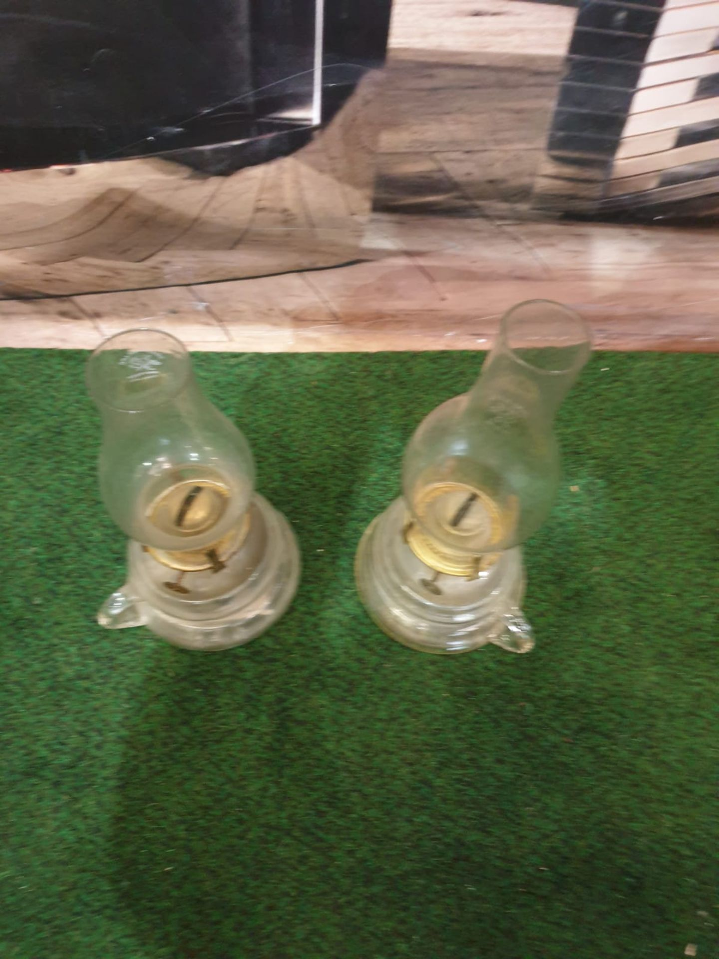 A pair of Griffin Brand glass oil lamps with carrying handles c. Circa 1920 Height 26 cm; Length - Image 3 of 3
