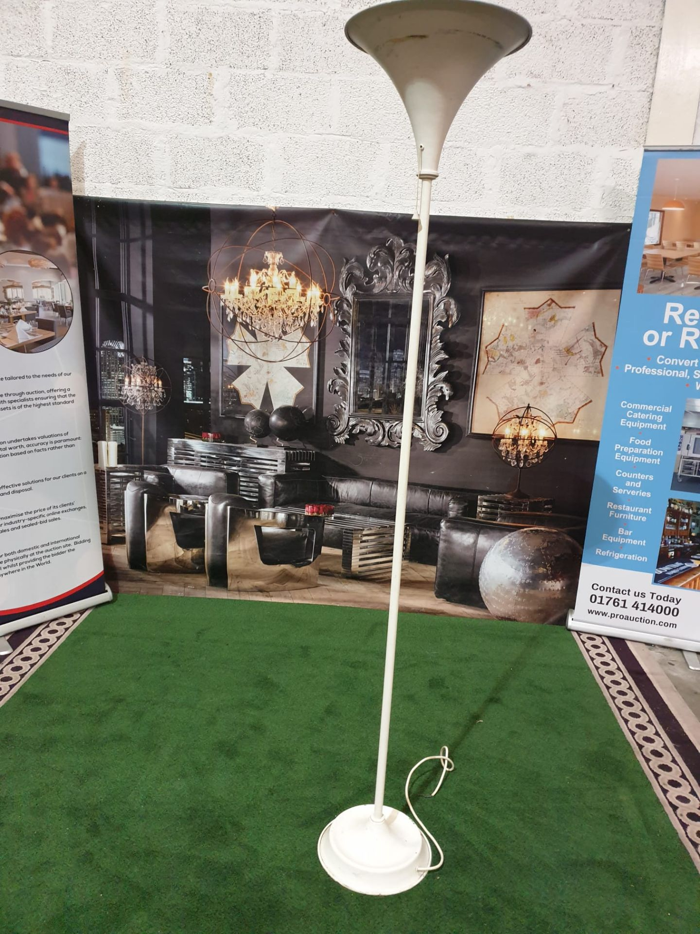 A set of 4 x Metal torchier floor lamps Enamelled torchier lamps with single pull chain switches. - Image 2 of 3