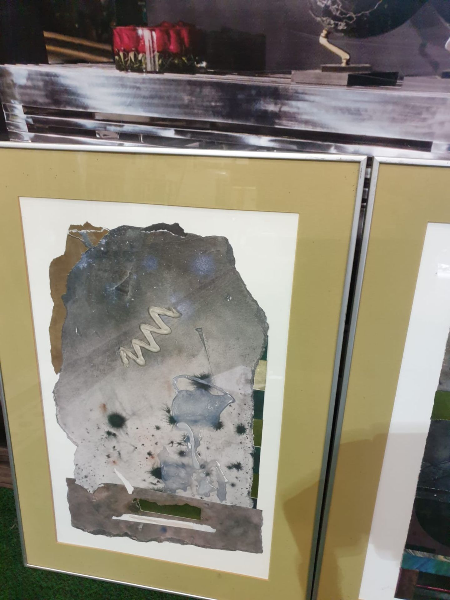 A set of 3 framed Abstract prints in modern Silver frames 49 x 70cm - Image 3 of 3