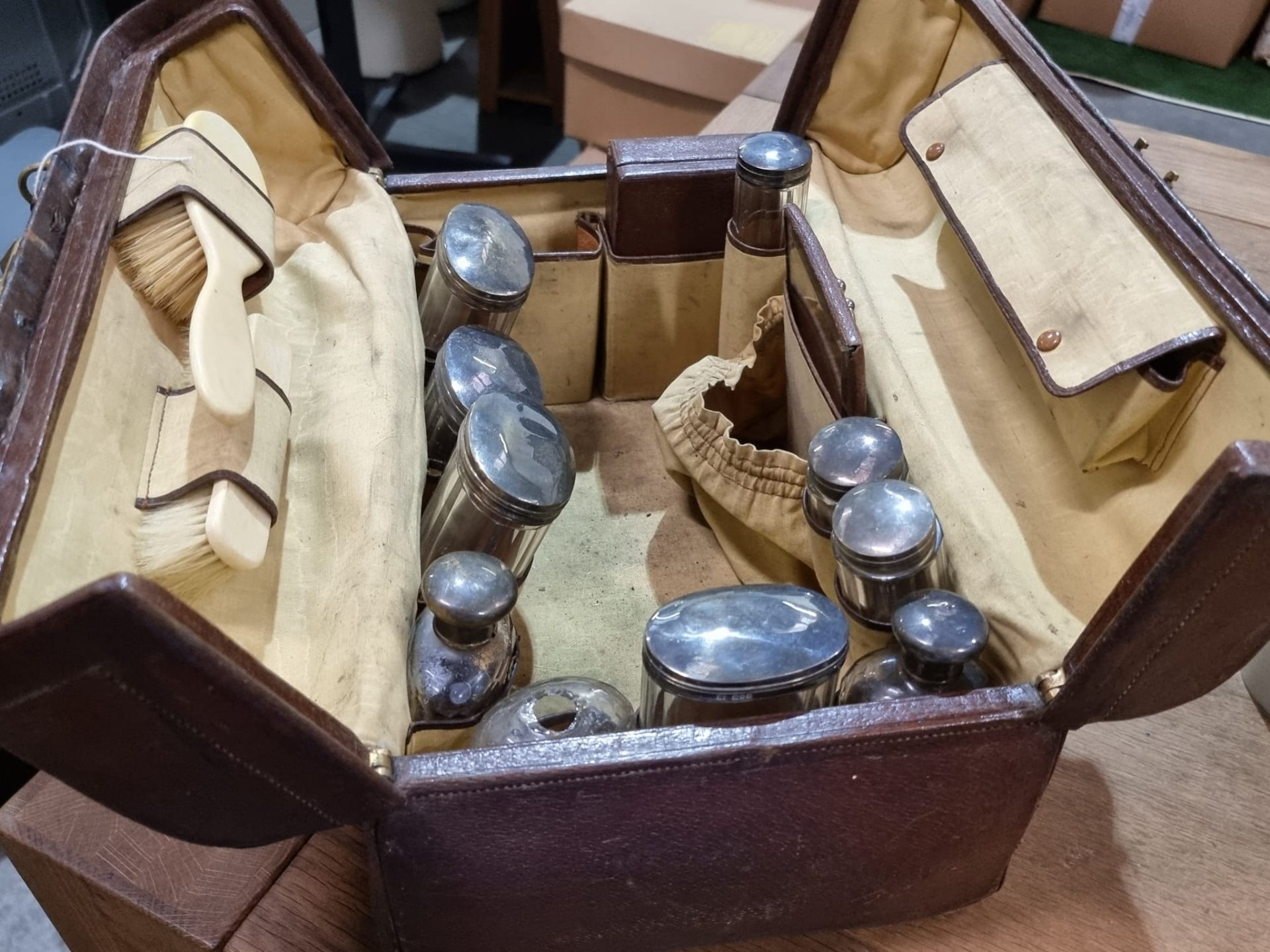 Travelling case Leather travelling vanity case fitted with silver lidded glass bottles and jars - Image 2 of 10