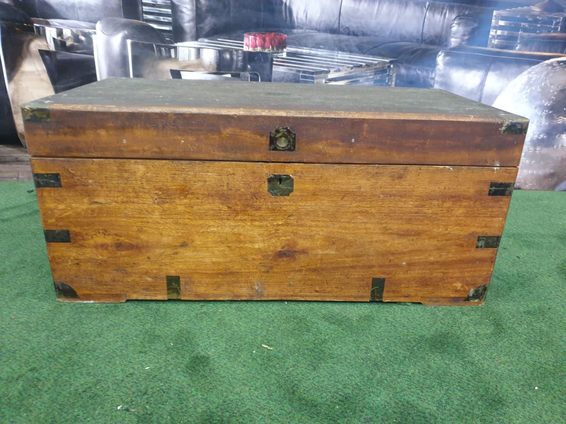 Oak Coffer or Travel Chest This mid-sized English oak coffer trunk is a pleasingly styled example - Image 3 of 4