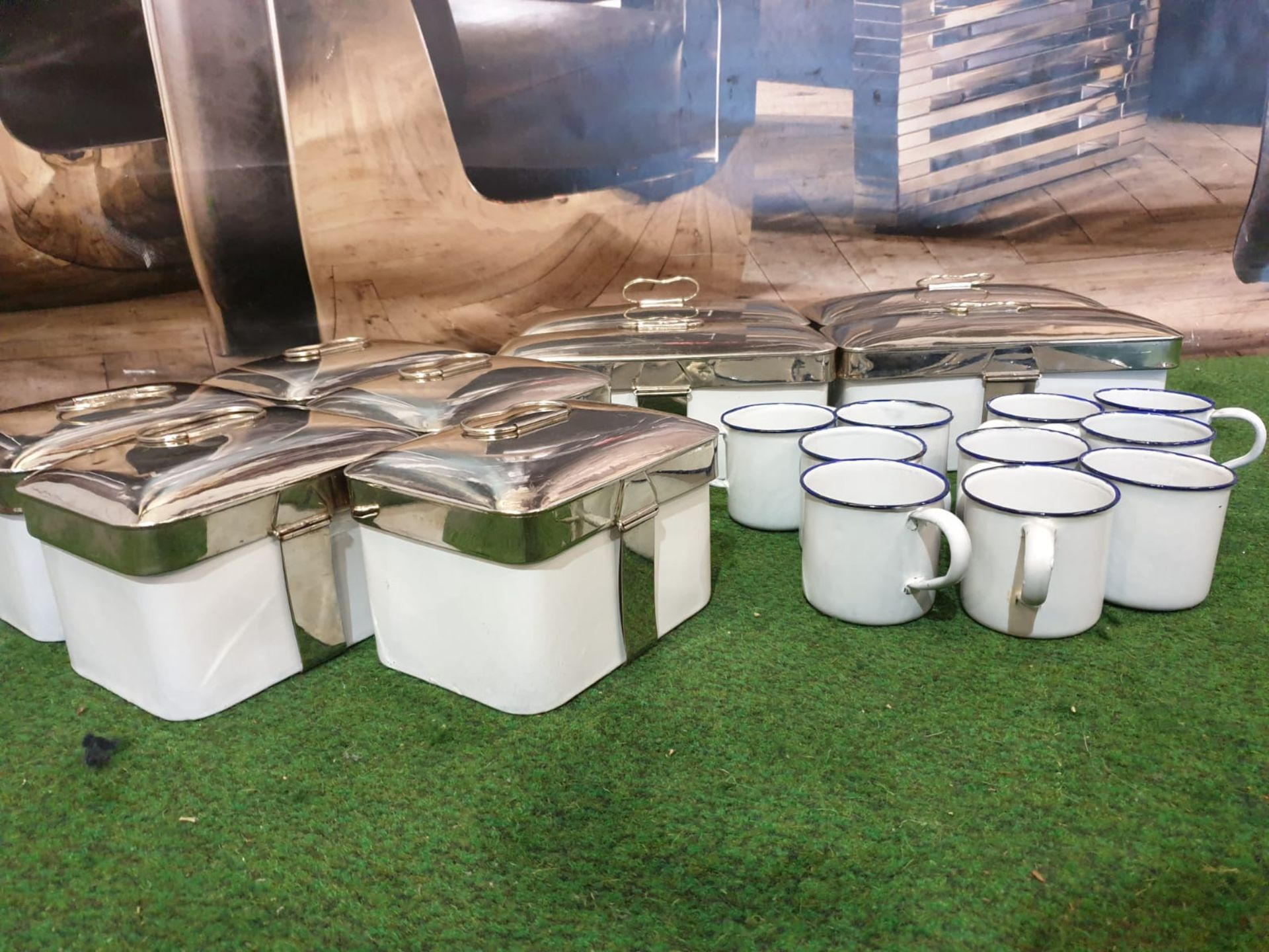 A quantity of enamel tins and cups as found with chrome clip lids 5 x large tins 25 x 13 x 10cm 6x - Image 2 of 2