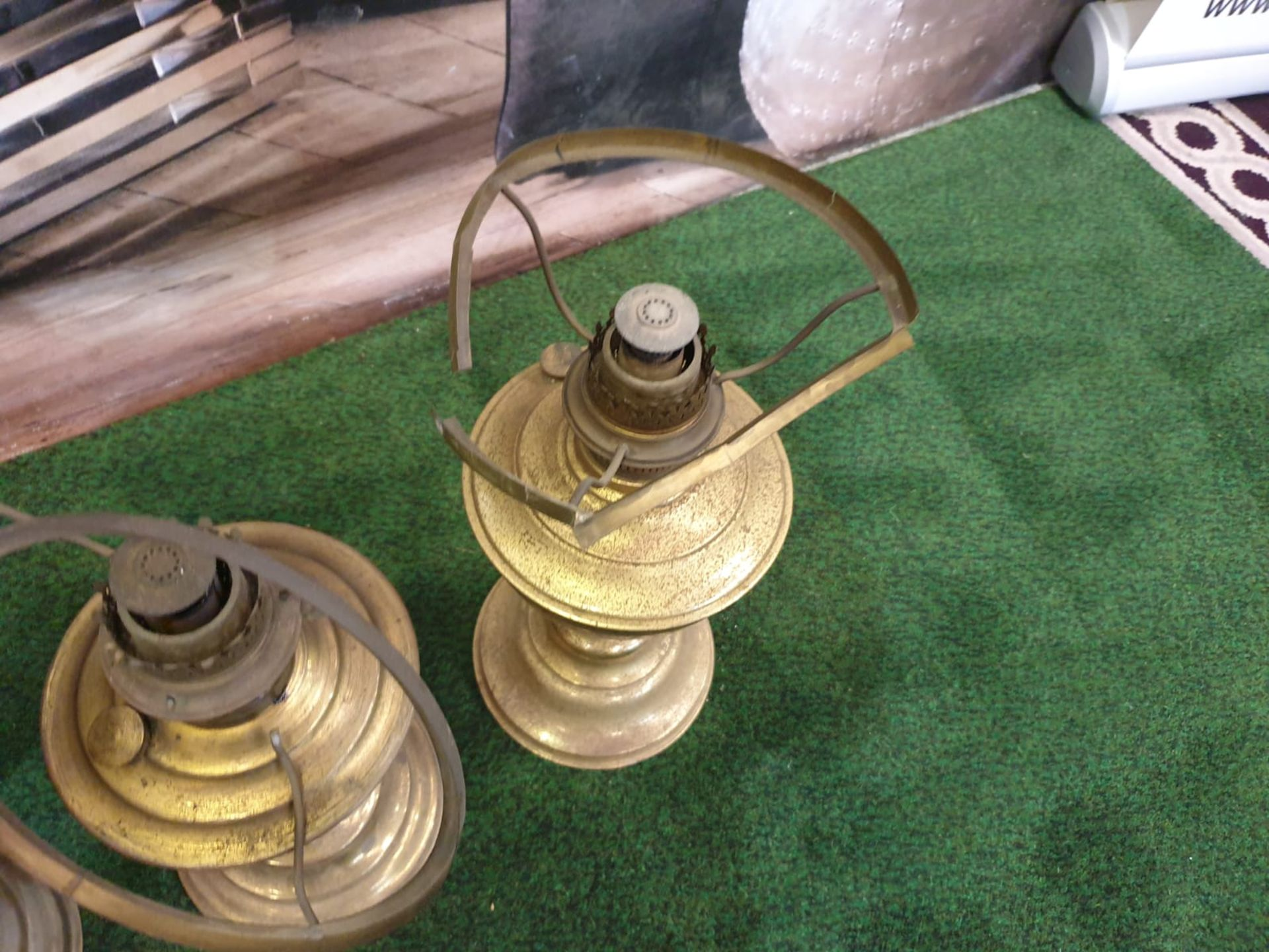 5 x Brass oil lamp with opaque white glass shade, late Victorian.c. Circa 1890. These oil lamp looks - Image 4 of 6