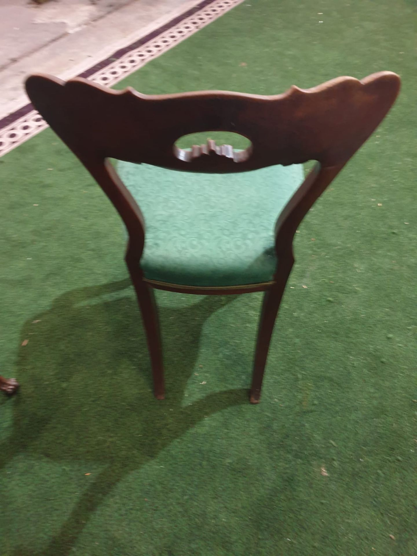 A pair of Victorian walnut chairs. The spoon shaped backs with moulded supports and a shaped and - Image 5 of 5