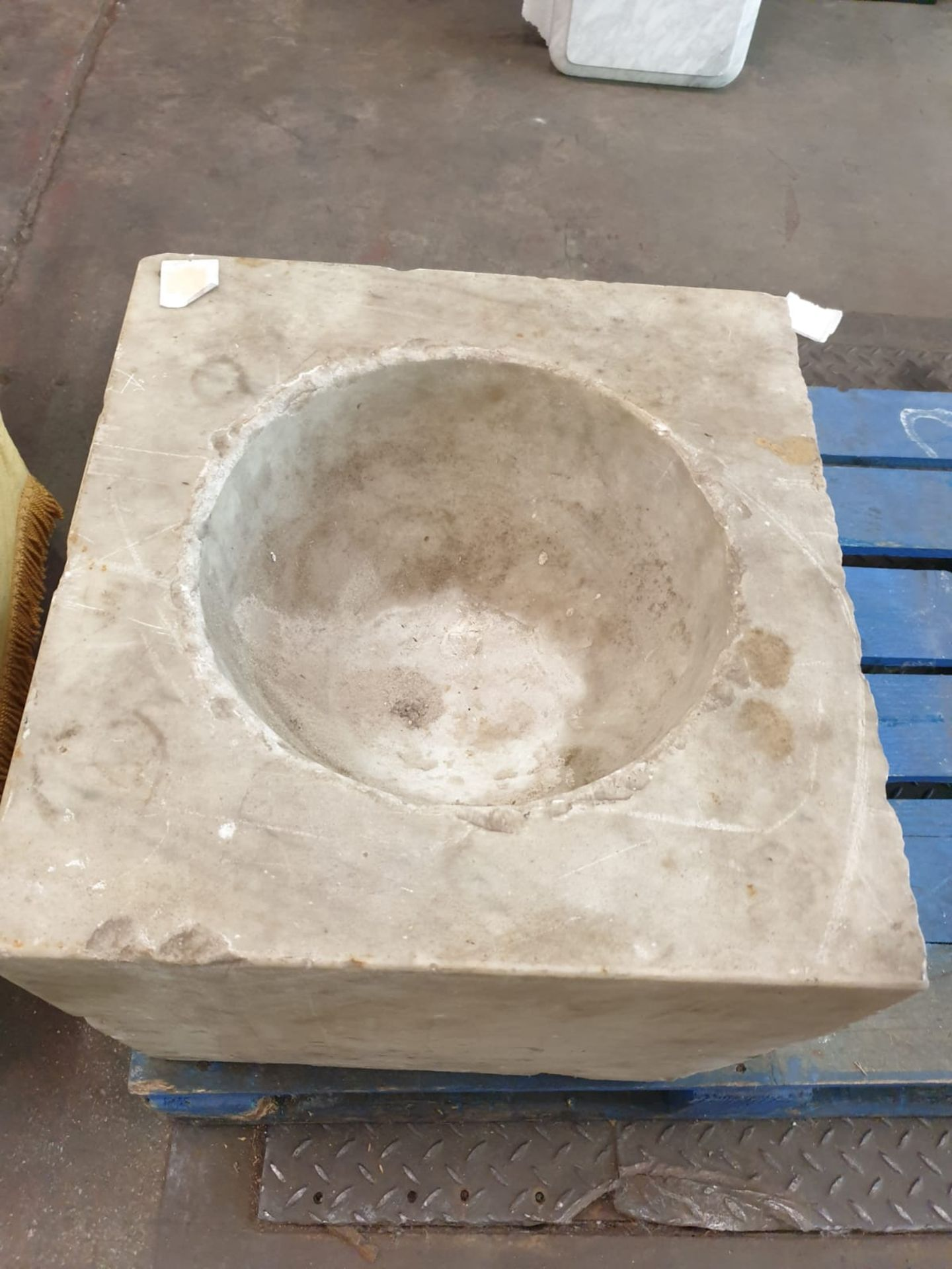 A marble square font with bowl scooped out 46 x 44 x 39cm - Image 2 of 3