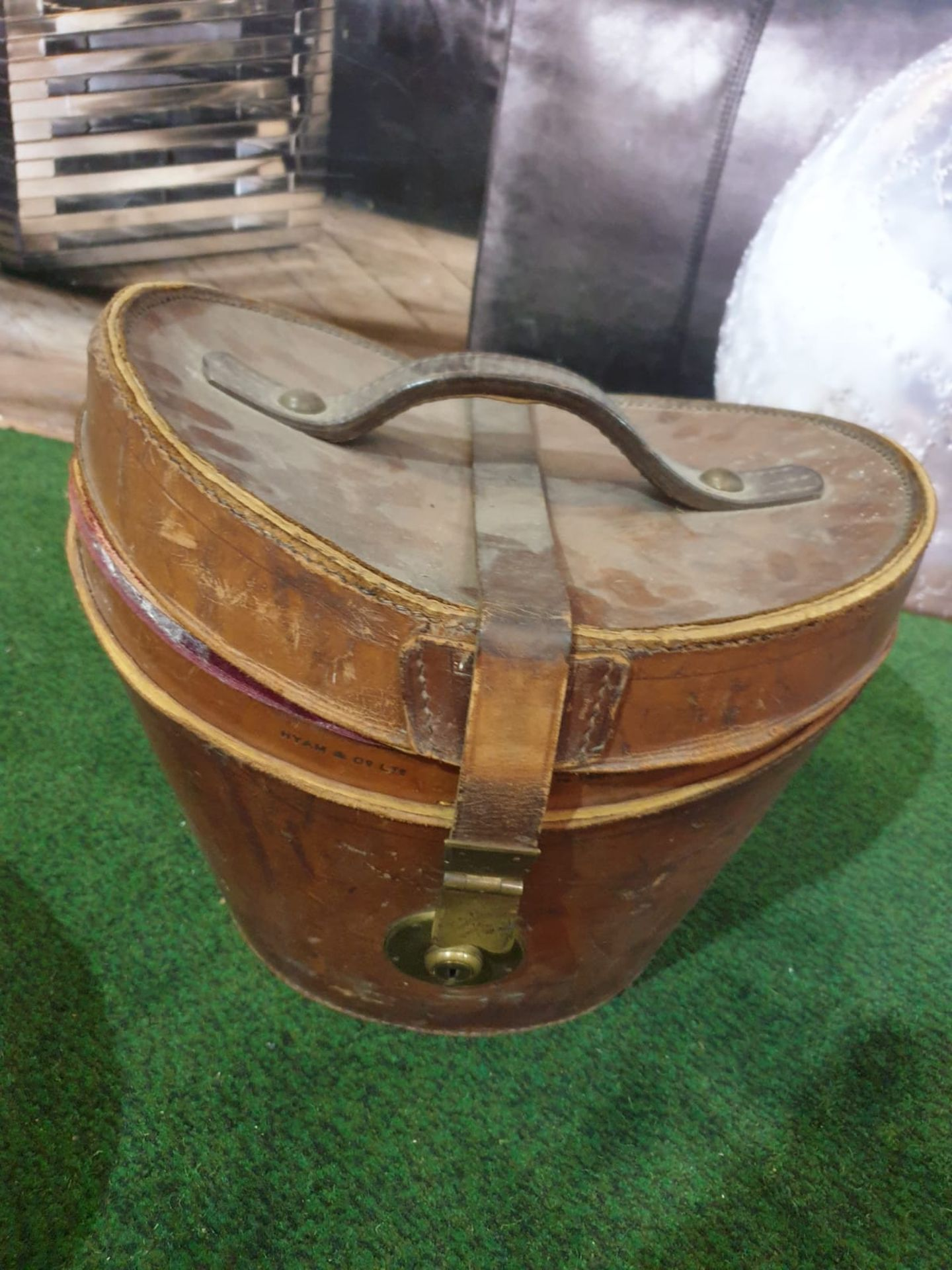 Lincoln Bennett & Co Hunters black silk Top hat in Leather case - Image 3 of 4