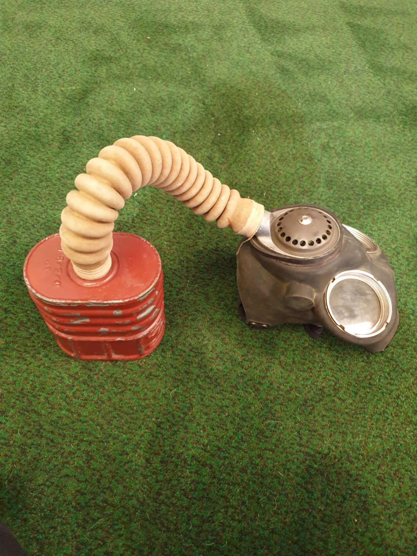 B W & M Ltd No.4A V7 gas mask WW2 1942 issue gas mask