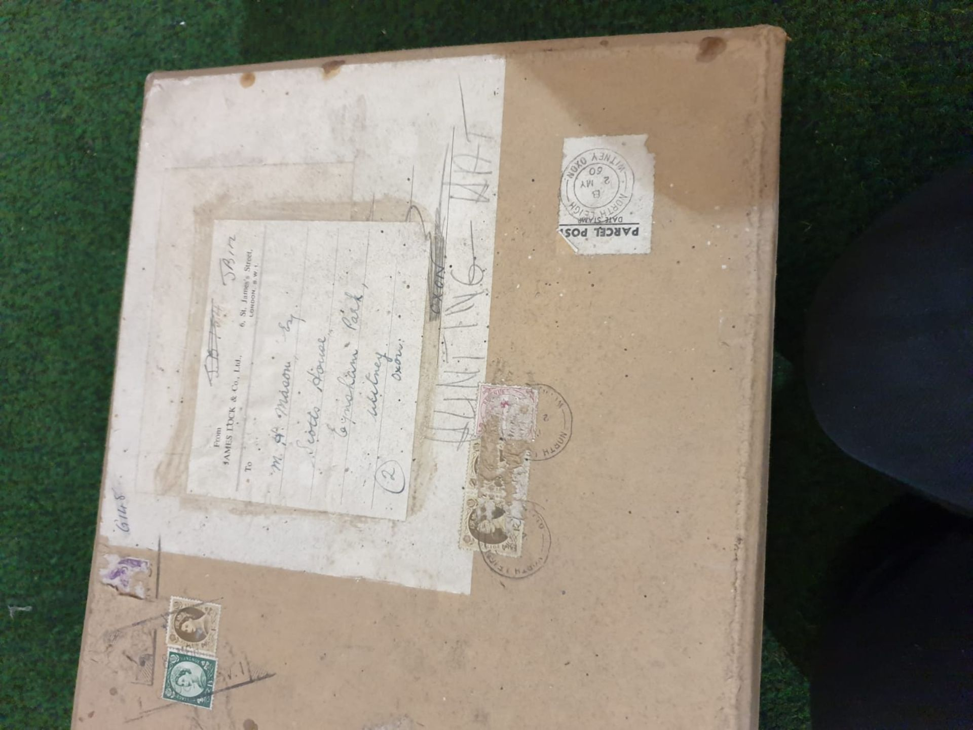 A James Lock + Co. Silk Black Top hat with original card box - Image 4 of 5