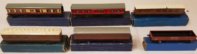 Collection of Six Hornby Dublo OO Gauge Coaches - D20 Composite Restaurant Car 32097; Corridor Coach