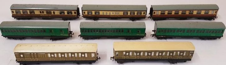 Hornby Southern 3 Car Set, 2/3 rail, LNER Track Set Gresley and 3 other carriages (8)