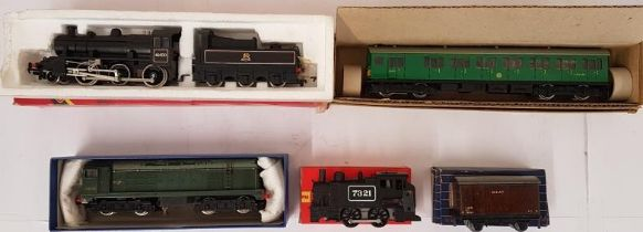 Collection of 5 Hornby OO Gauge Locomotives (2) and Coaches (3) - all boxed