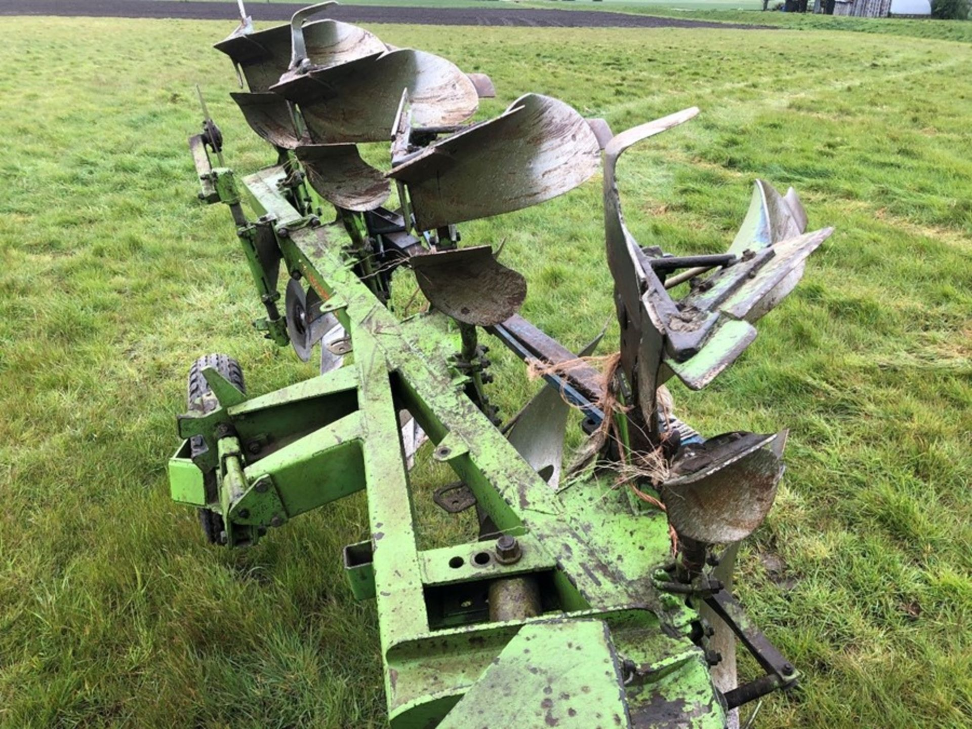 Dowdeswell DP7C 4F reversible plough, 3+1 frame, serial no: 514341496, manual in office - Image 2 of 3