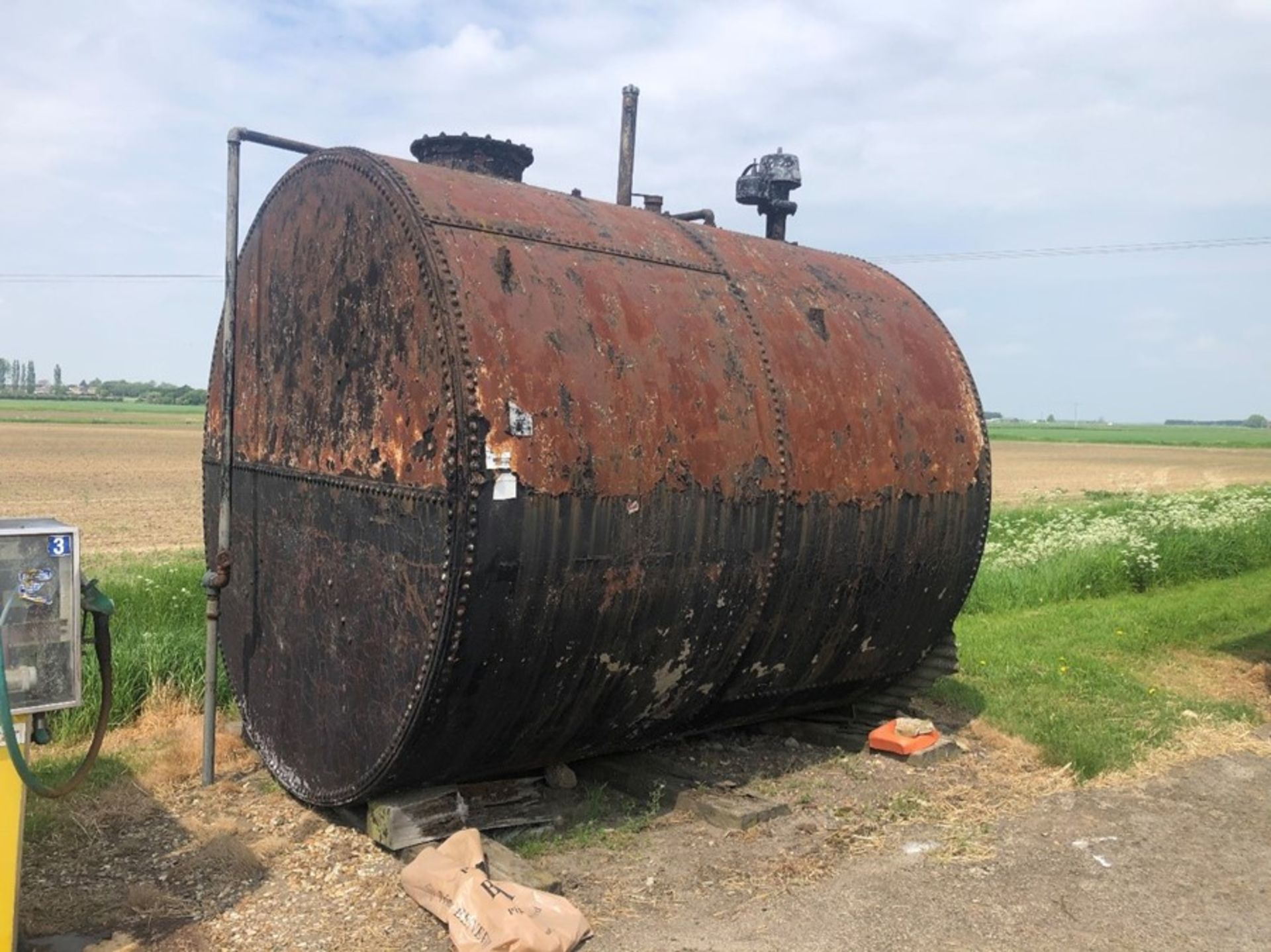 Cylindrical fuel tank