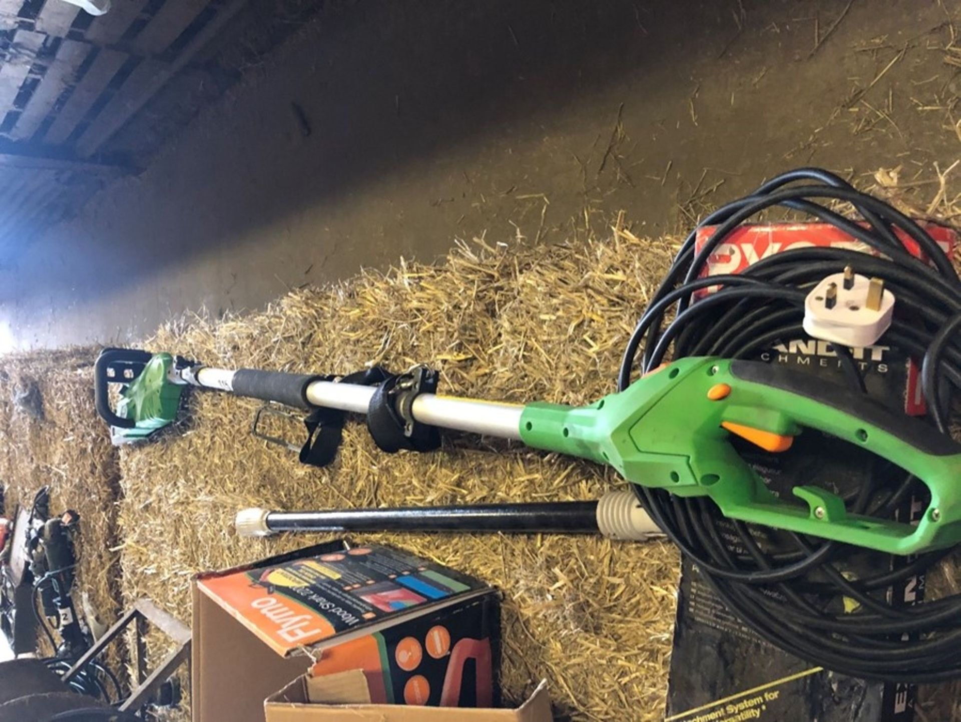 Electric telescopic chainsaw - Passed PAT test