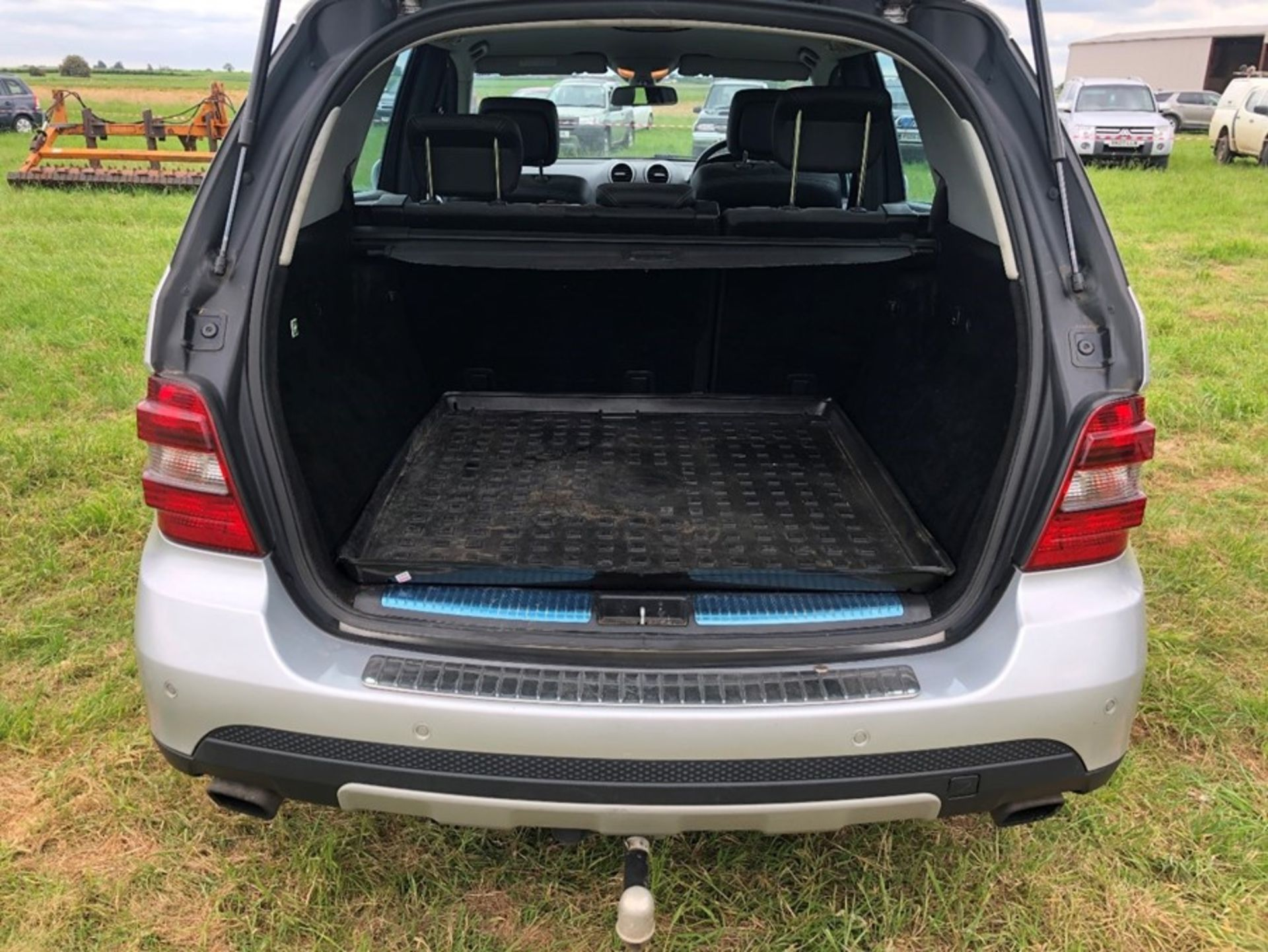 (07) Mercedes ML 320 CDI, diesel, 4 Matic car, 129,530 miles, one owner, tow bar. full service - Image 14 of 14