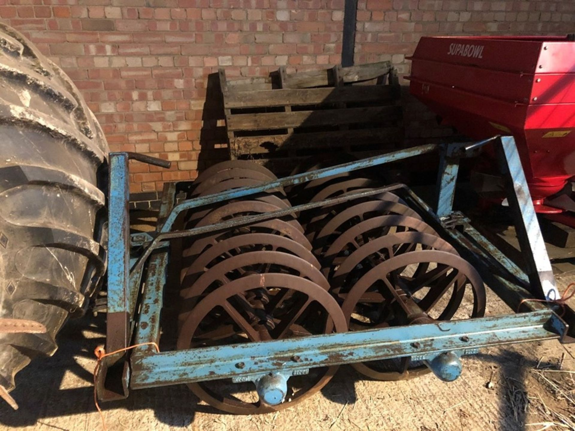 Rundle double row furrow press with press arm