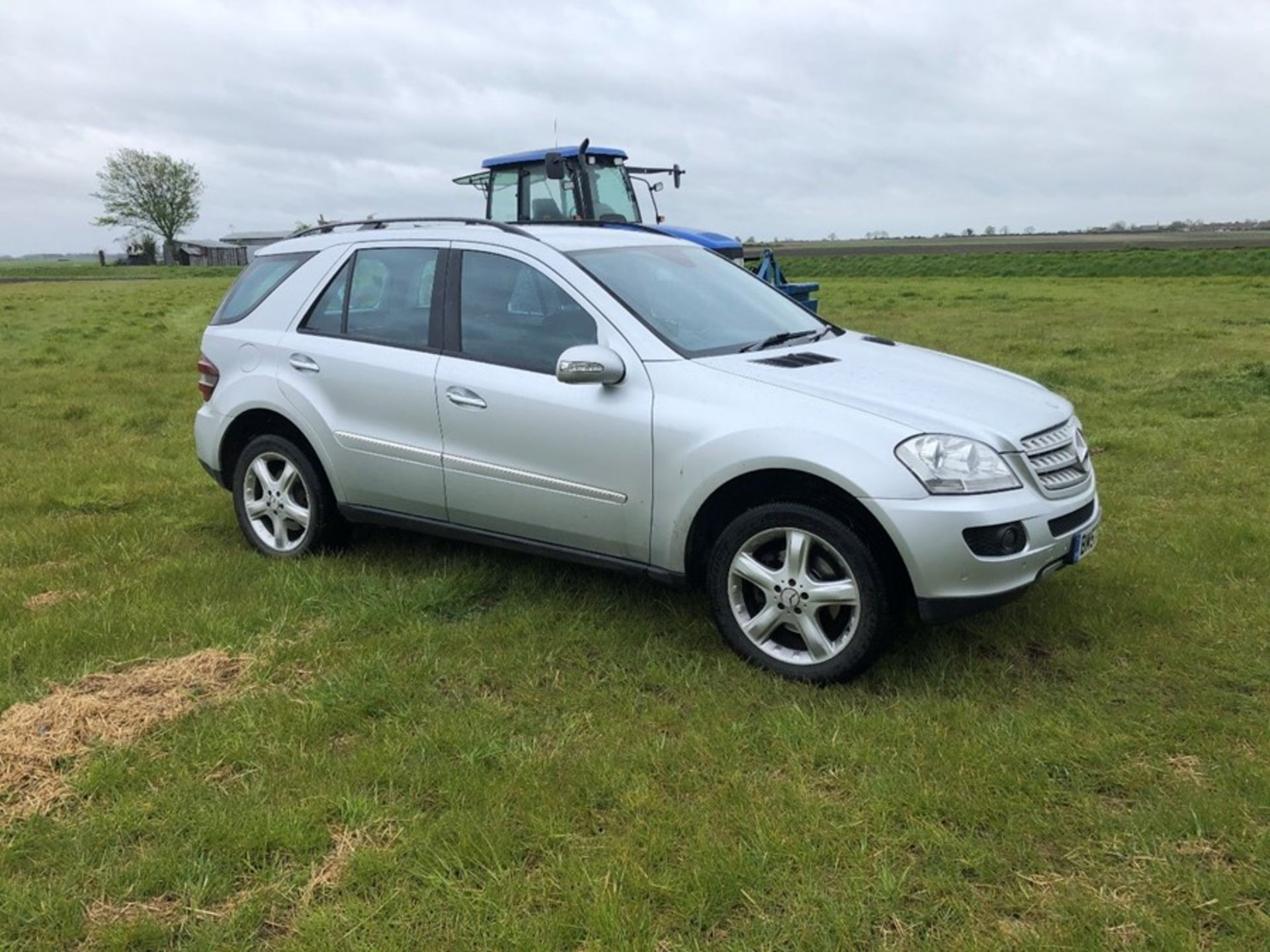 (07) Mercedes ML 320 CDI, diesel, 4 Matic car, 129,530 miles, one owner, tow bar. full service - Image 3 of 14