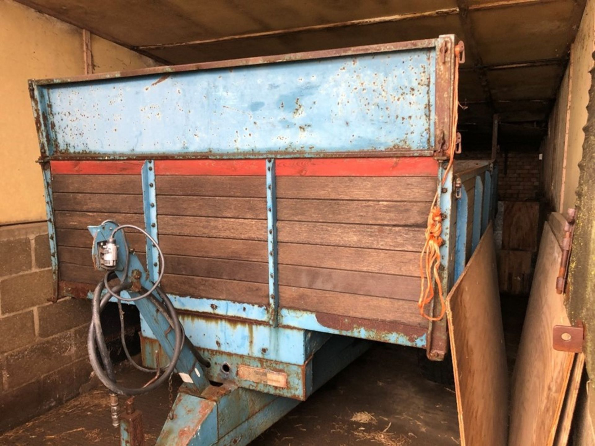 (74) Pettit 6 ton twin axle tip trailer with drop down corn sides, serial no: 18683