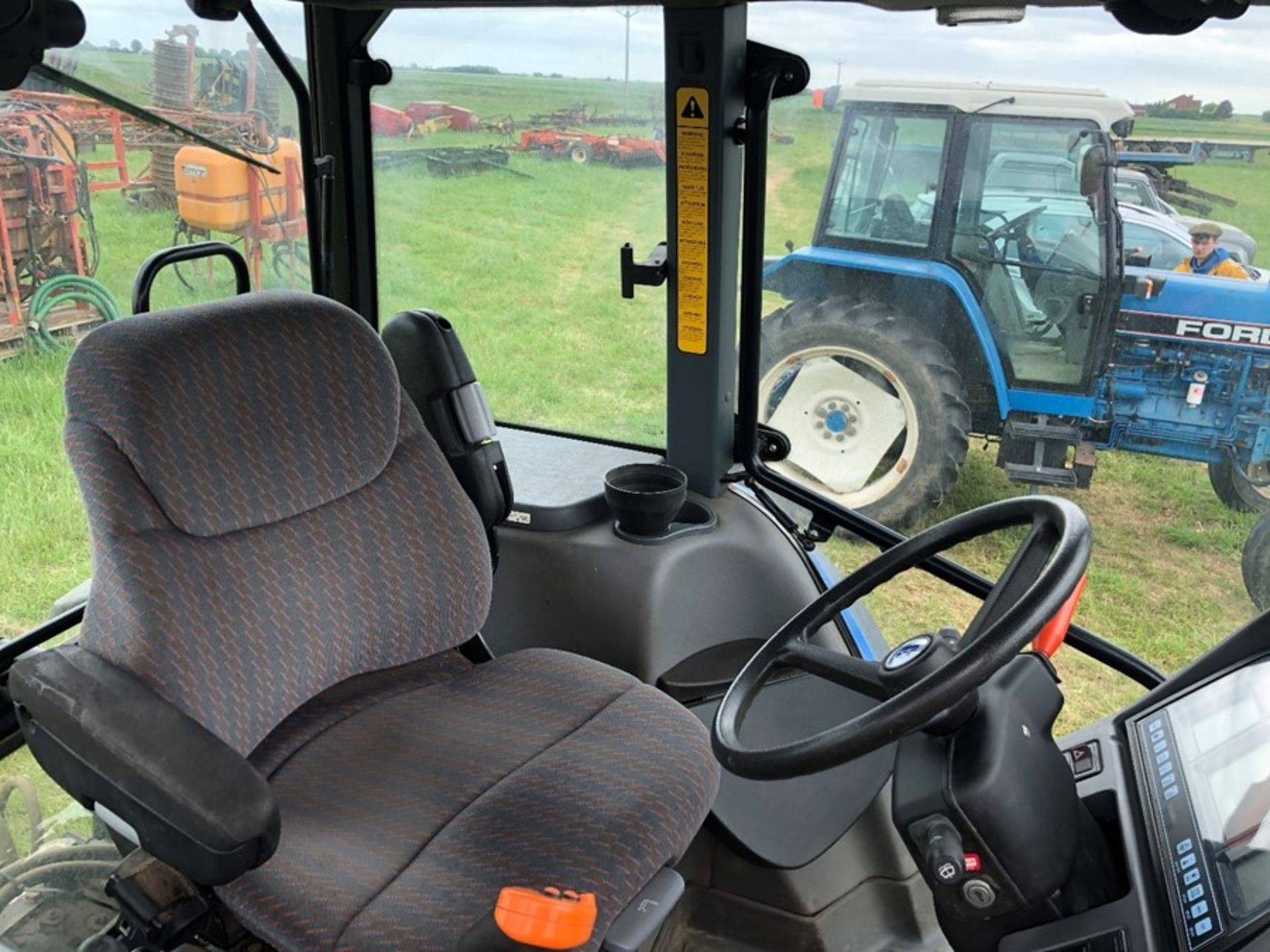 (07) New Holland TM 155 - Image 3 of 10