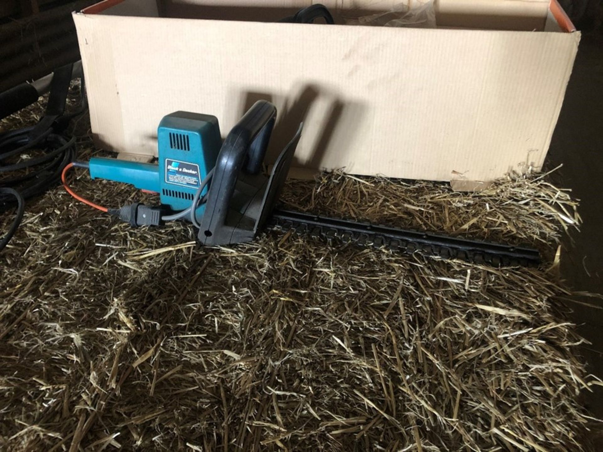 B & D electric hedge cutter - Passed PAT test