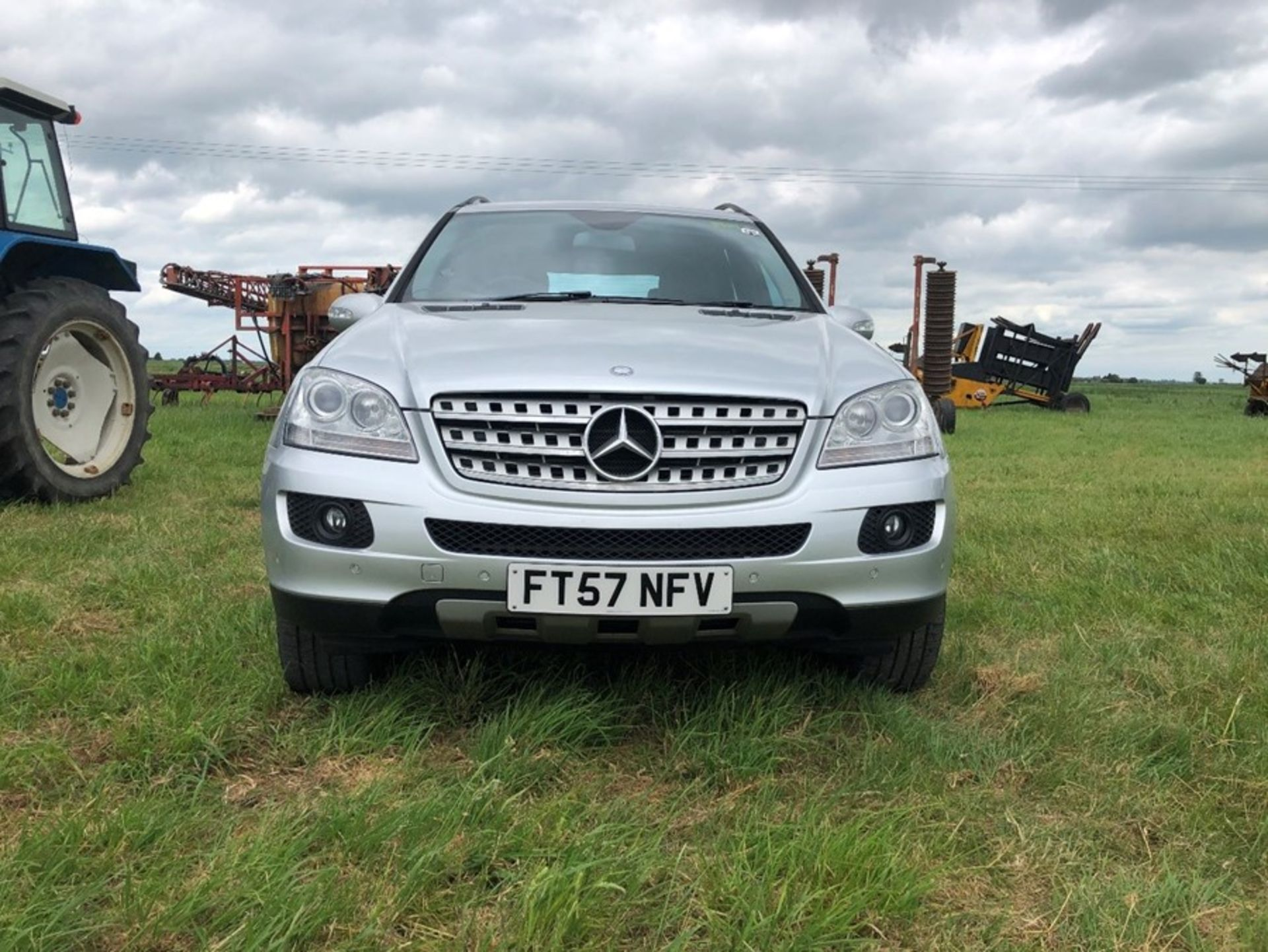 (07) Mercedes ML 320 CDI, diesel, 4 Matic car, 129,530 miles, one owner, tow bar. full service - Image 4 of 14