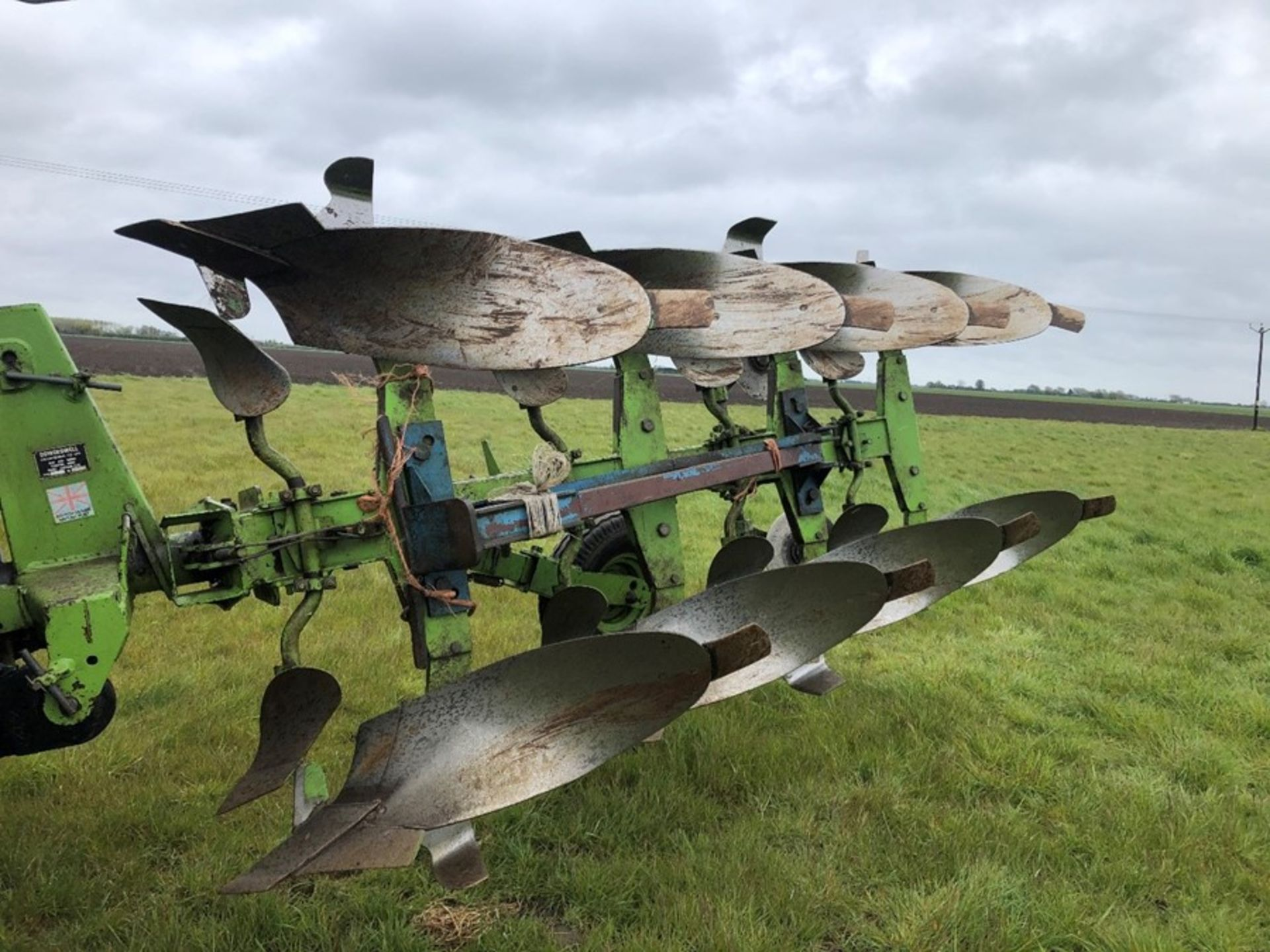 Dowdeswell DP7C 4F reversible plough, 3+1 frame, serial no: 514341496, manual in office