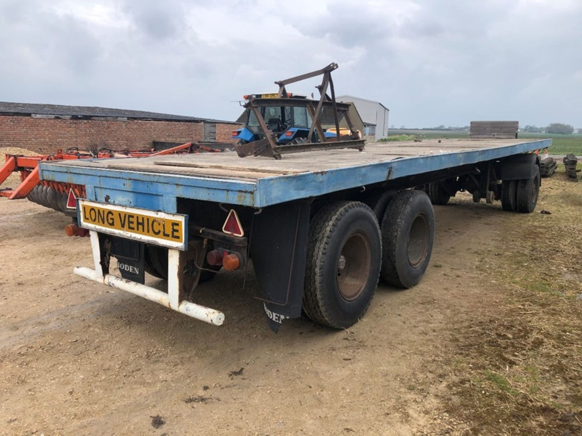 Boden 32ft dual axle artic flat deck trailer with twin wheel towing dolly - Image 4 of 4