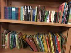 2 SHELVES OF MIXED HARDBACK & SOFT BACK BOOKS