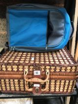 WICKER & BAMBOO PICNIC BASKET WITH CONTENTS & BLUR/GREY BACK PACK