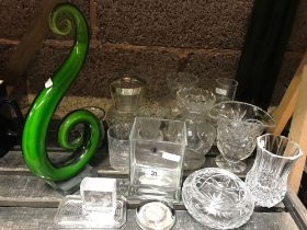 PART SHELF OF CRYSTAL BOWLS, VASES & GREEN GLASS DECORATIVE ORNAMENT