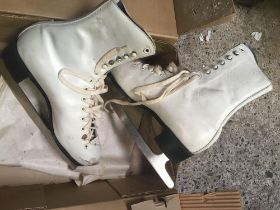 PAIR OF SIZE 7.5 BAUER ICE SKATES