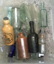 CARTON OF APPROX 20 MAINLY GLASS BOTTLES