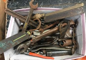 SMALL CARTON OF MISC TOOLS INCL; C-SPANNERS, WRENCHES, SPRING BALANCE & MONKEY WRENCHES