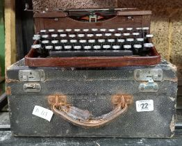 CASED VINTAGE ROYAL TYPEWRITER BY THE IMPERIAL TYPEWRITER COMPANY, CASE A/F