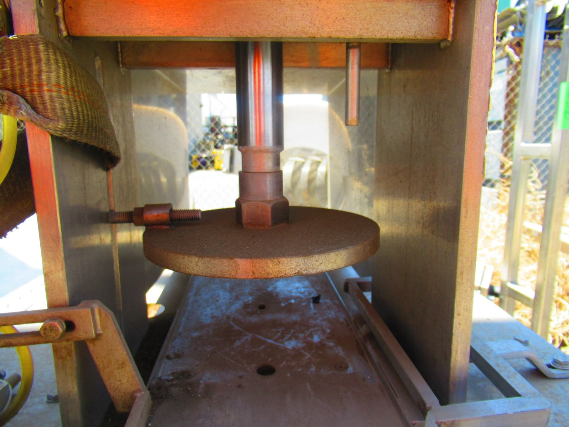 Hydraulic Can Crusher - Image 3 of 6