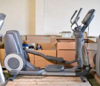 Life Fitness 95X cross trainer (cracked & damaged casing on unit)