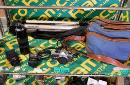Pentax ME Super camera, Soligor zoom macro 85-300mm lens, Centon flash head, Sunpak auto 1