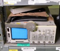 Fluke PM3092 oscilloscope 200Mhz - AS SPARES OR REPAIRS