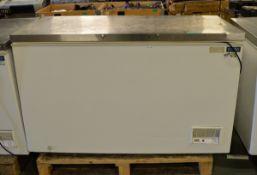 Polar CM530 Chest Freezer - White 240v - L1400 x W700 x H850mm