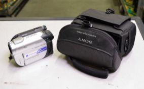 Sony DCR-DVD106E Camcorder + Case